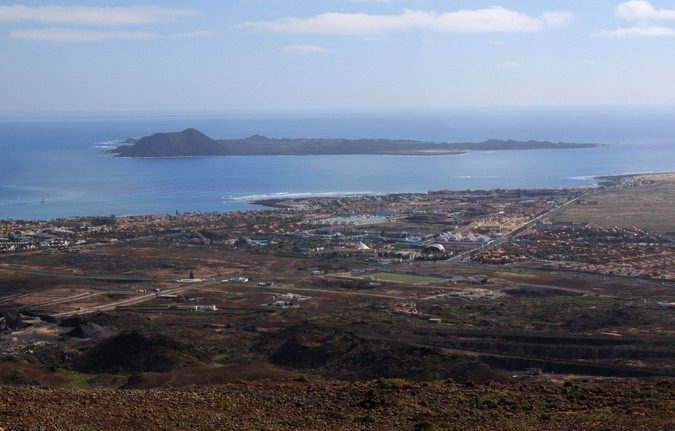 Corralejo and Isla de Lobos from Bayuyo s