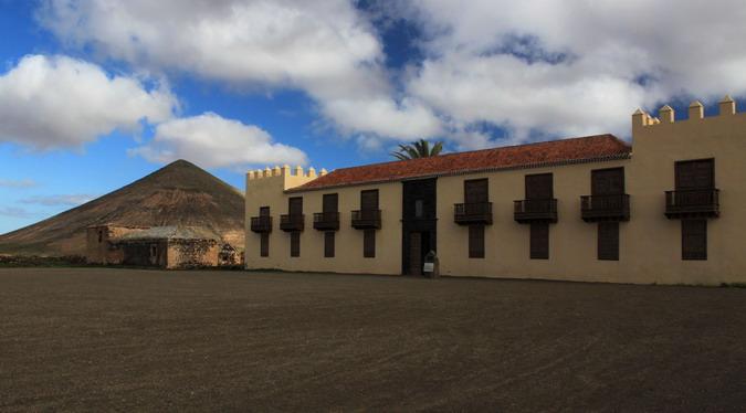 Casa de los Coroneles, looking towards Montaña del Frontón