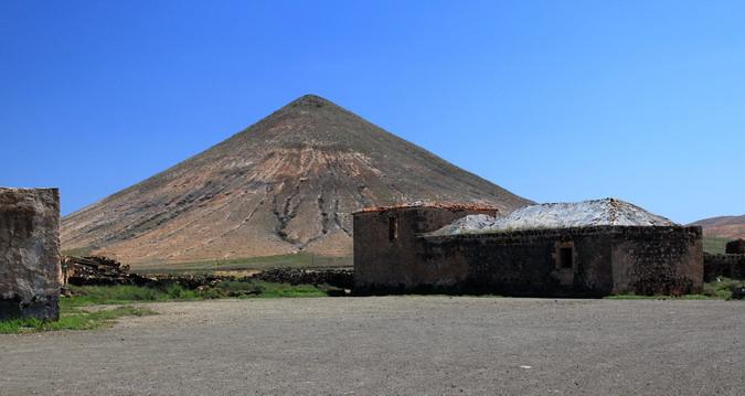 Casa de los Coroneles and Montaña del Frontón