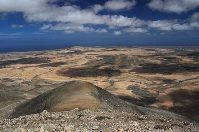 Cerro de la Oliva and Montaña de la Blanca from Morro Tabaiba
