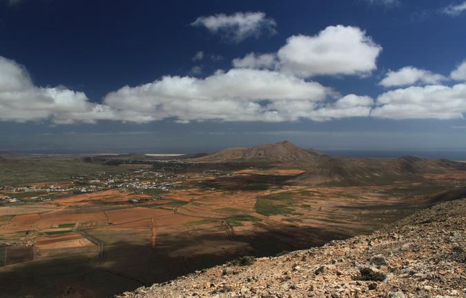 La Oliva, Montaña del Frontón and Montaña de Ecanfraga from Morro Tabaiba