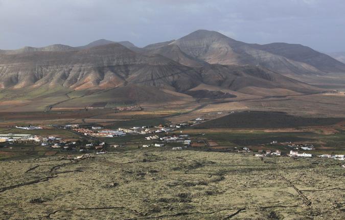 Looking over La Oliva town to Montaña de la Muda (right) from Montaña de Arena