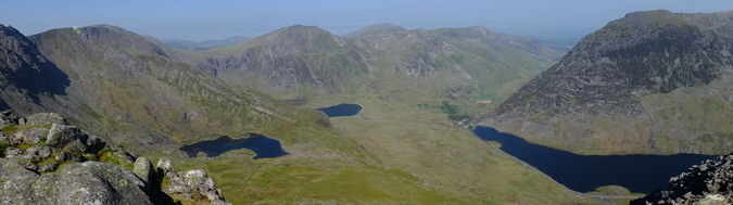 Panorama from Glyder Fawr in the southwest (left) to Pent yr Ole Wen in the northwest (right)