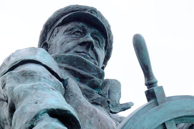 Memorial to Dic Evans (1905-2001), RNLI