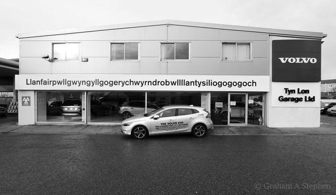 Llanfairpwllgwyngyllgogerychwyrndrobwllllantysiliogogogoch Volvo Garage