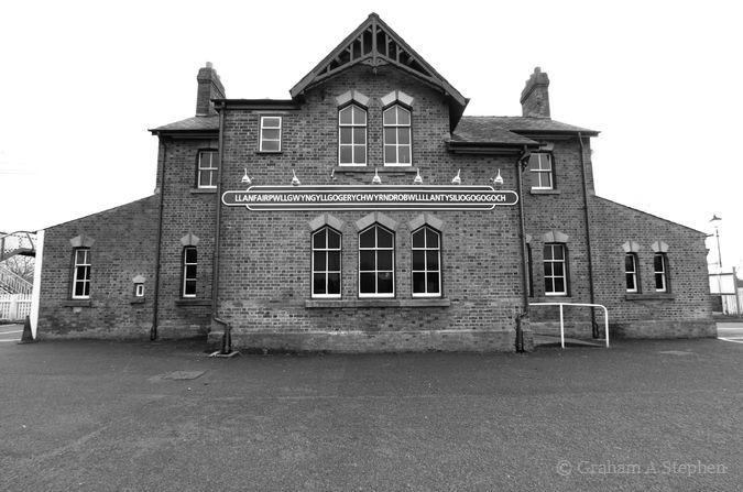 Ols station building, Llanfairpwllgwyngyllgogerychwyrndrobwllllantysiliogogogoch