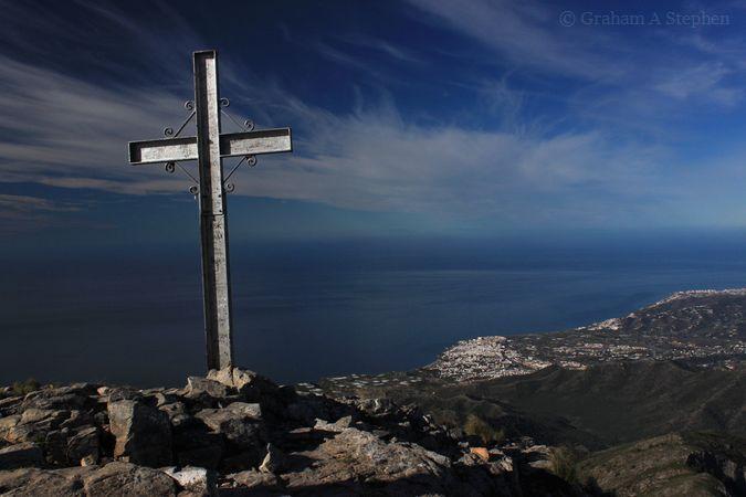 Summit of Pico del Cielo (1508 m), looking towards Nerja