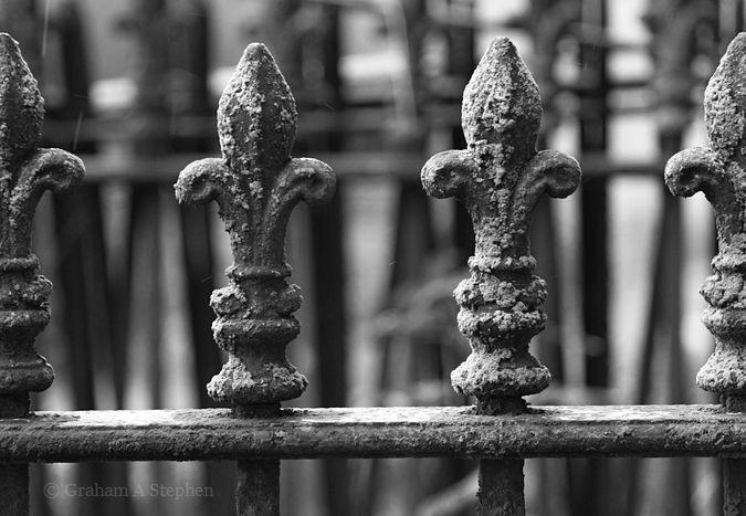 Eglwys Sadwrn Sant
